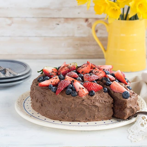 Hello! I am a delicious chocolate cake. If you want to bake me you have to get the @easyfoodmag April issue and find my recipe on page 88-89. Are you tempted now? Xoxo #chocolatebliss #temptation #chocolateheaven #irishfoodie