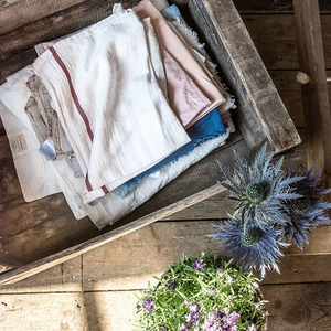 Beautiful cloths and natural light. Two essential elements of my images. I love how the light was coming through the window in this amazing studio space, @theforgebristol, do you agree  @beaulubas? 😘🙏 #simplepleasures #simplethings #momentslikethese #inspiremyinstagram #theartofslowliving  #feelfreefeed #thatauthenticfeeling #littlestoriesofmylife #verilymoment  #seekthesimplicity #morningslikethese #searchwandercollect #aquietstyle #tastetoronto #slowliving #momentsofmine #petitejoys #tablesituation #foodstyling #foodstylingprops #propstylist